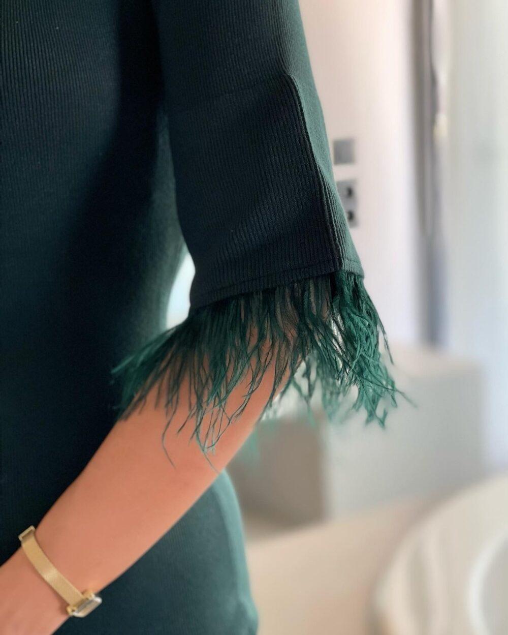 φορεμα κυπαρισιι πλεκτο κοντο με πουπουλα